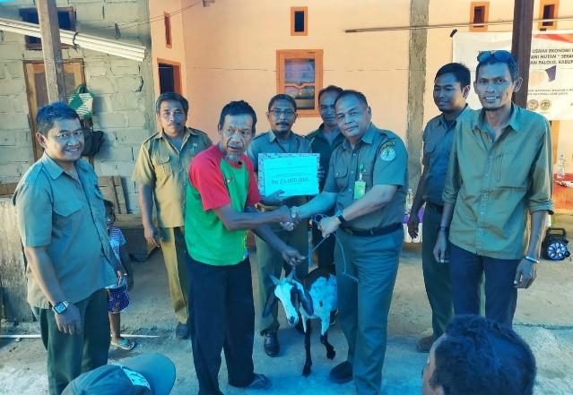 Bantuan Ekonomi Produktif Untuk Kelompok Tani Hutan (KTH) Penyangga Taman Nasional Lore Lindu