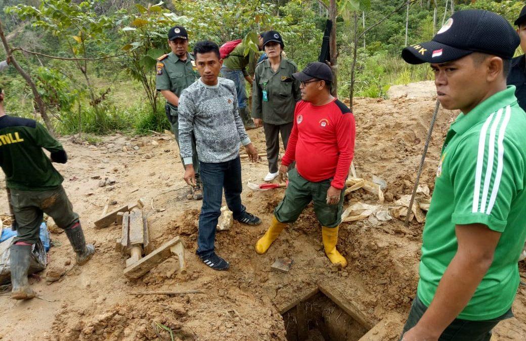 Penutupan Lubang Dan Penanaman Di Lokasi Ex-PETI Kawasan Taman Nasional Lore Lindu