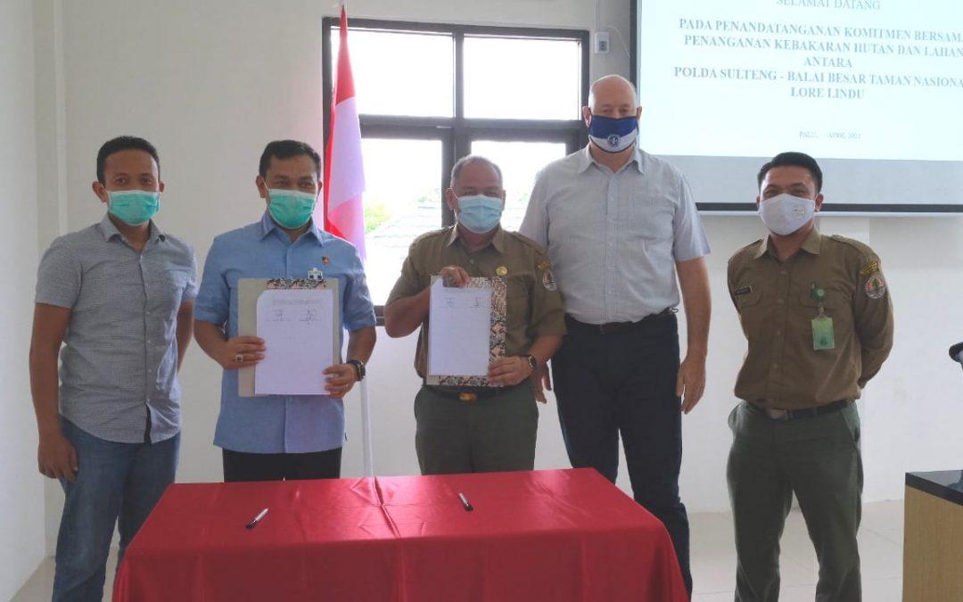 Penandatanganan Komitmen Bersama Pengendalian Kebakaran Hutan Dan Lahan Antara BBTNLL – POLDA SULTENG